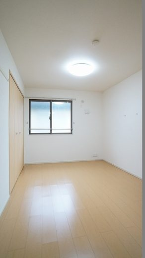 6帖の寝室。全室照明器具付!(寝室)