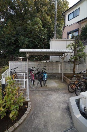 屋根付き駐輪場は嬉しいポイントです