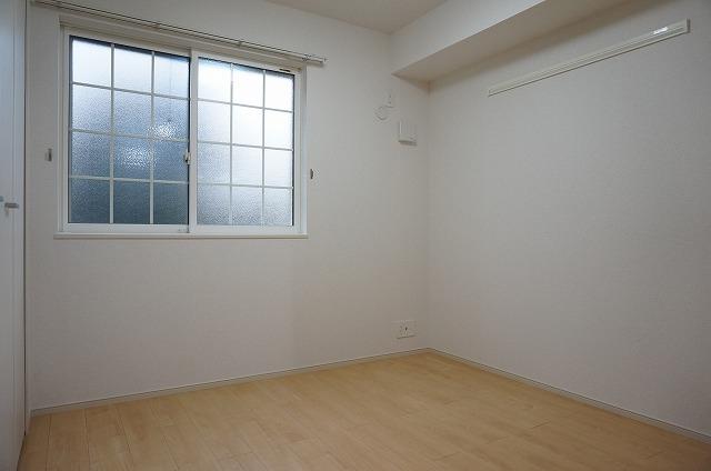 寝室も明るく清潔感があります(寝室)